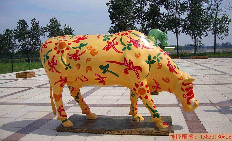 玻璃钢彩色公牛雕塑,玻璃钢彩绘牛雕塑